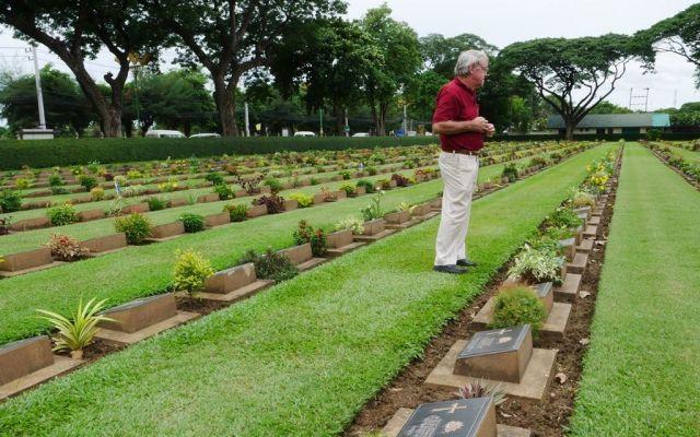 ビーティーさんは今でも毎日、連合国軍の墓地を歩いて回る=2019年7月、カンチャナブリ