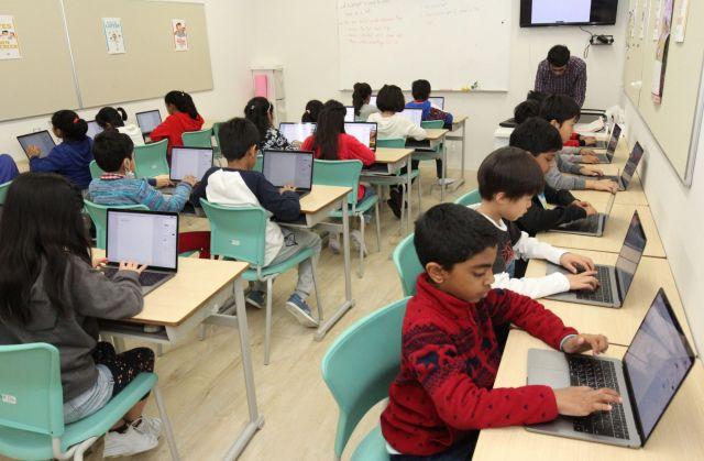 ICT(情報通信技術)の授業では一人1台パソコンを使う=タトゥワインターナショナルスクール木場キャンパス(東京都江東区)