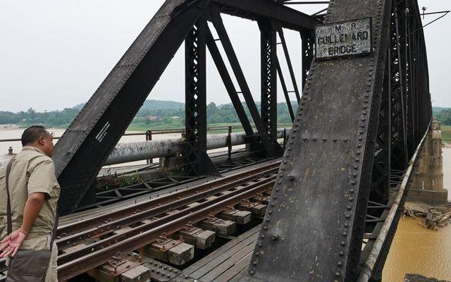 コタバルにある鉄橋は、イギリス軍が退却するときに破壊したが、戦後、イギリスによって復旧されたという=2019年8月
