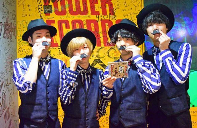 2016年6月、大阪のイベントでポーズをとるOfficial髭男dismのメンバー=伊藤周撮影