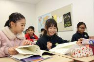 タトゥワインターナショナルスクール木場キャンパスで授業を受ける子どもたち=東京都江東区