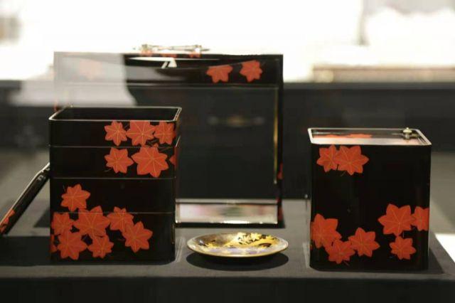 和食博物館で展示されている豪華なお弁当箱