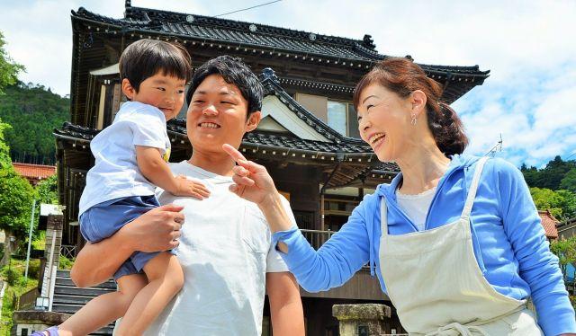 ボランティアの中には、菅野さんの存在がきっかけの一つとなってそのまま移住した若者もいました=東野真和撮影