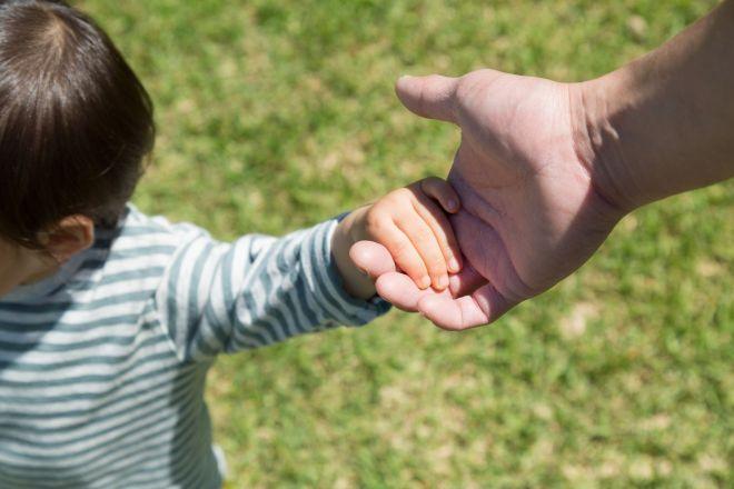 父親と子どもだけで父方の実家に帰る「父子帰省」。SNSで今年も注目を集めた(写真はイメージです)