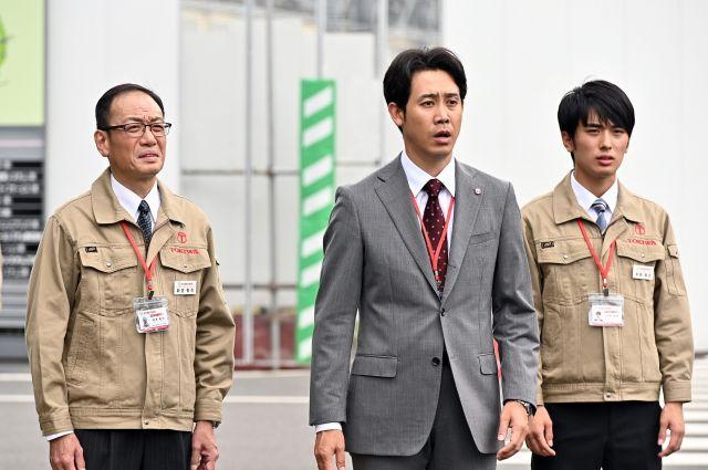 大泉洋さん(中央)のアドリブに笑わされないよう必死だと村田さん(右)は話す