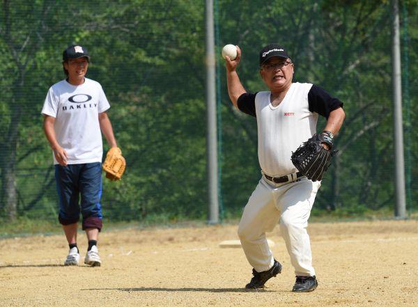 年齢に関係なくプレーする選手たち