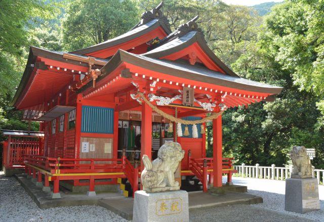 椎葉厳島神社は、広島県廿日市市の宮島にある厳島神社の方向に向けて建てられたとされています=宮崎県椎葉村