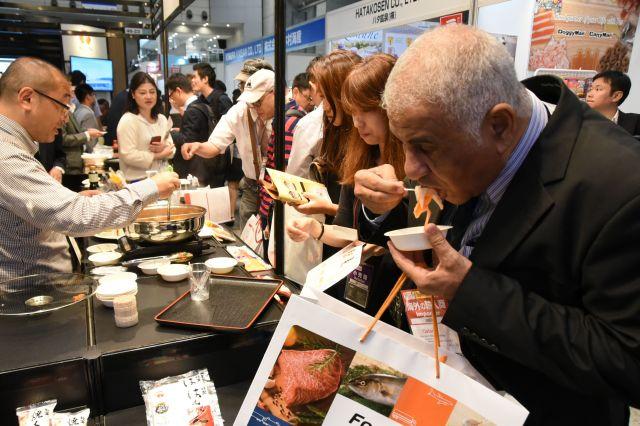 2017年11月に千葉市の幕張メッセで開かれた「『日本の食品』輸出EXPO」=鬼原民幸撮影