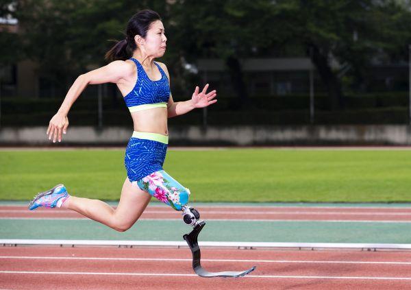 展示されている写真の一枚。義足で走る女性