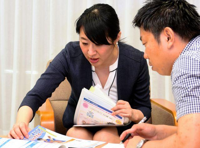 大津市のいじめ対策を、朝日新聞記者に語る越直美市長=新谷千布美撮影
