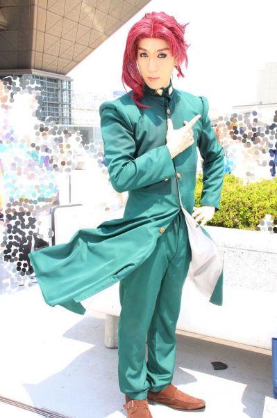 「ジョジョの奇妙な冒険」の「花京院典明」を演じる、クロミさん(ツイッター:@tonton_21120903・画像を加工しています)