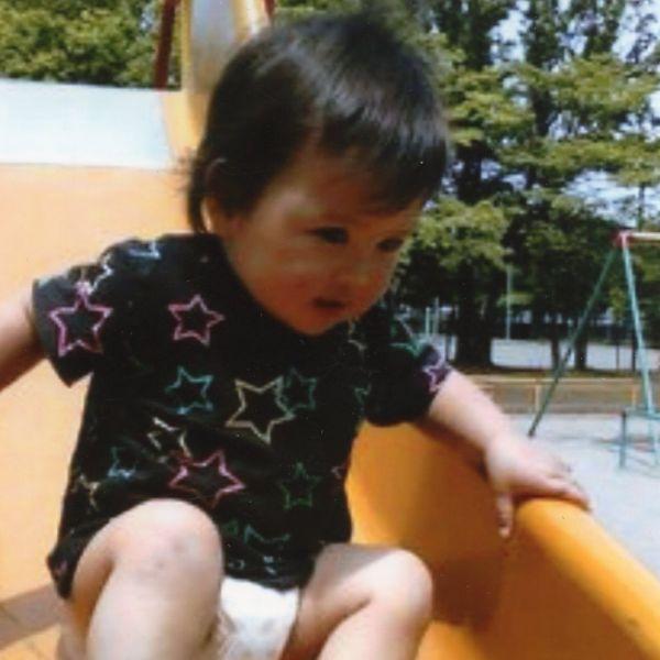 近所の公園で遊ぶ原田歩夢くん(原田瑞江さん提供)