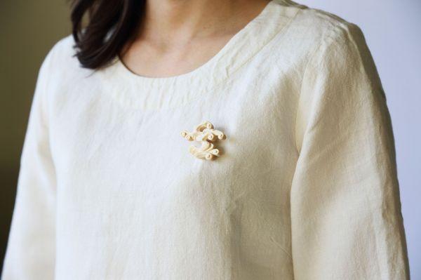 芦野和恵さんが制作した「kiboriブローチ」