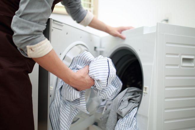 家事に積極的な男性ほど女性と働くことにネガティブな気持ち……。そんな調査結果が発表された