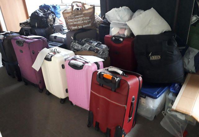 日本で働いていた元技能実習生らが生活するシェルターには、来日時に持ってきたスーツケースが並んでいた=岐阜県のシェルターで、堀内京子撮影(本文とは関係ありません)