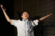ヤングマンを熱唱する國井修さん。子どものような弾け方