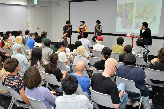 8月の出版記念イベントには、見た目問題の当事者を含む、約100人の観客が詰めかけた