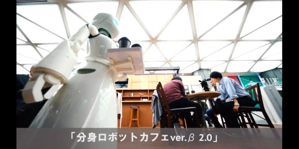 接客をする分身ロボット『OriHime』(吉藤オリィさん提供)。