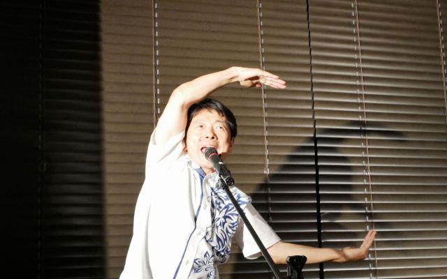 ワーイ、エム、シーエー♪ 西城秀樹さんの「ヤングマン」を熱唱する國井さん