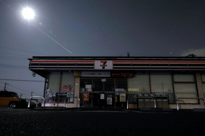 停電で営業を取りやめたコンビニエンスストア=2019年9月10日午後8時7分、千葉県市原市、高橋雄大撮影