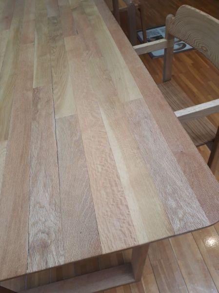 規格外のシイタケ原木が使われたテーブルとイス=宮崎県諸塚村