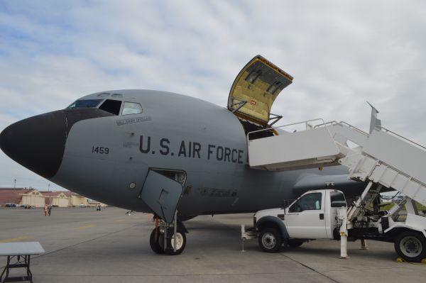 米空軍の空中給油・輸送機KC135