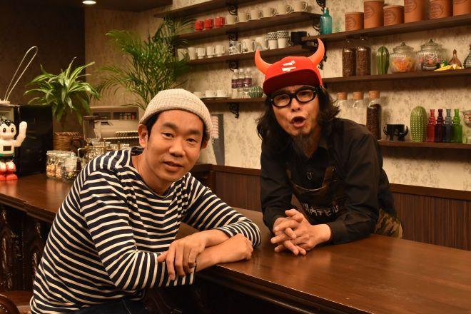キン・シオタニさん(左)と「大場英治」こと菊谷宏樹ディレクター=テレビ神奈川