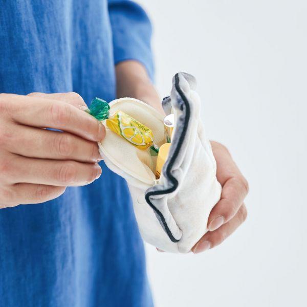 「牡蠣のポーチ付きショルダーバッグ」