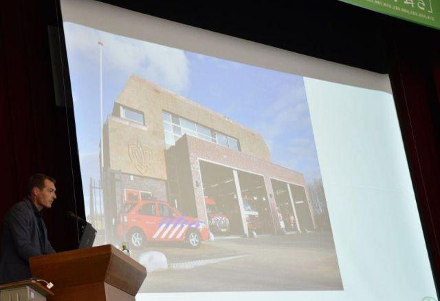 オランダの消防署。茅葺きが使われている=岐阜県白川村