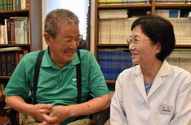 小笠原万里枝さん(右)と夫の貞善さん=8月26日、山口県下関市、山田菜の花撮影