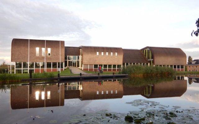 オランダの茅葺き。茅葺きが再評価され、新築も多く建っています=相良育弥さん提供