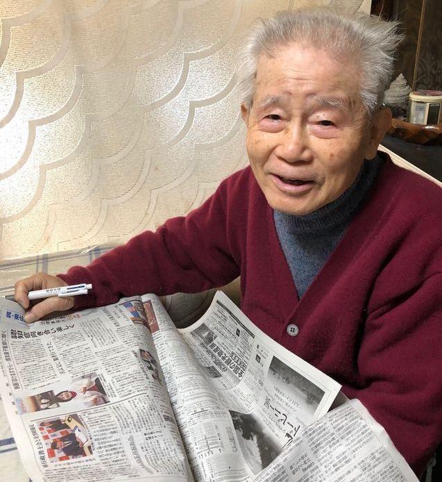 新聞を読むのが良則さんの日課の一つという