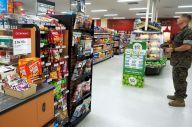 キャンプ富士内にある海兵隊員向けスーパーマーケット。ドル払いしかできず、米国から輸入した製品が並ぶ=2019年8月28日、静岡県御殿場市、前川浩之撮影