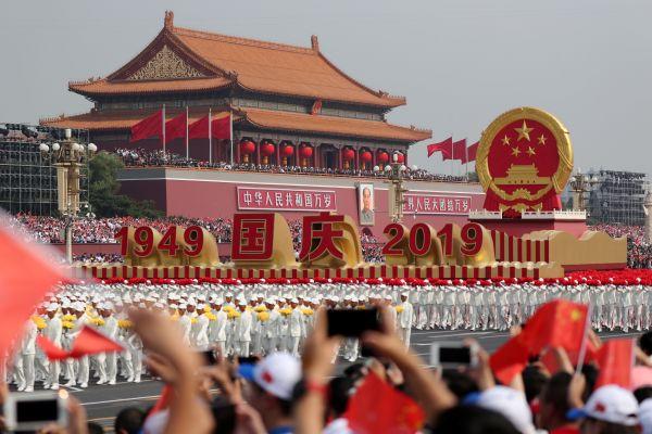賑やかな天安門広場=北京、2019年10月1日