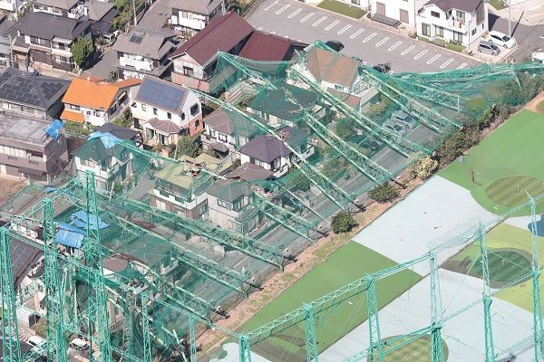 9月(がつ)にあった台風(たいふう)。つよい風(かぜ)で、家(いえ)が壊(こわ)れました
