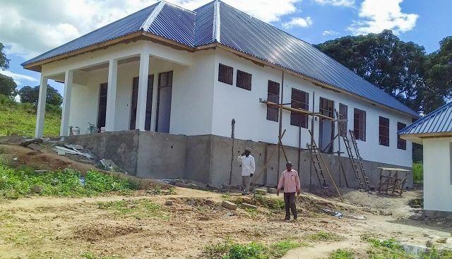 タンザニアで建設中の病院=国際NGOワールド・ビジョン提供