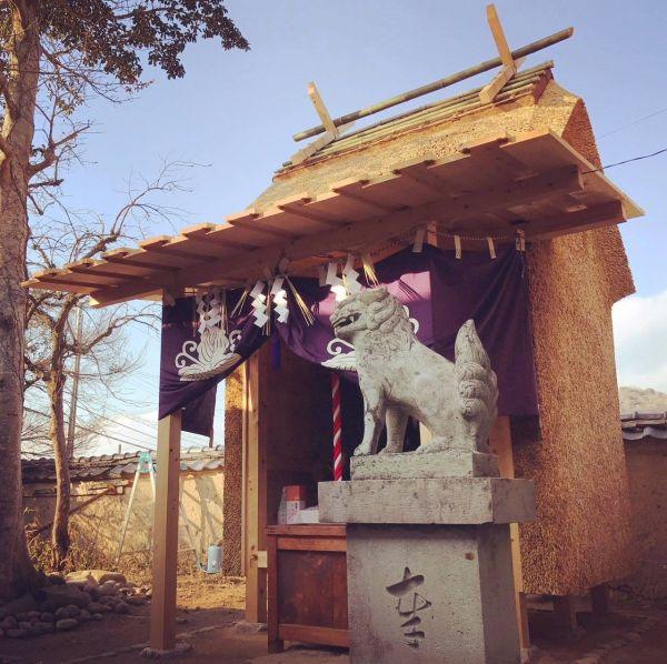 茅葺き技術を使った神社