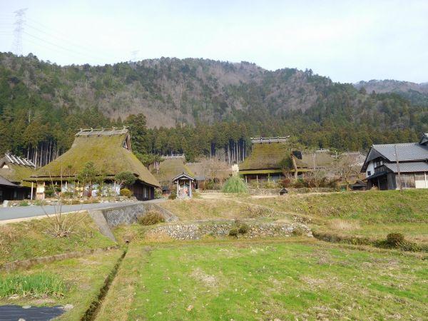 京都・美山。入り母屋造り。若狭湾と京都御所を結ぶ街道沿いにある