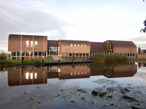オランダでは茅葺きが再評価され、新築も多く建つ