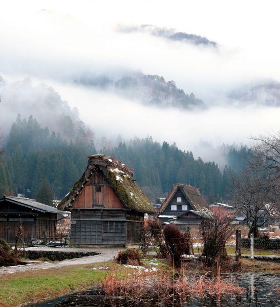 岐阜・白川郷。合掌造り。富山・五箇山とともに世界遺産登録されている