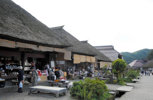 福島・大内宿。寄せ棟造り。江戸時代の宿場町の街並みが残る
