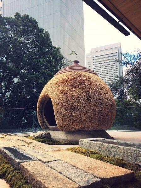 相良育弥さんがイベント用につくった茅葺き技術を使った展示物