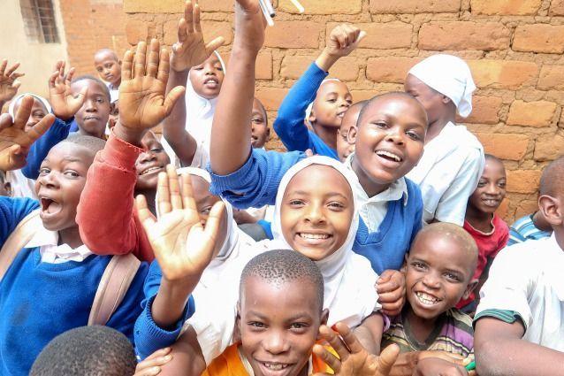 無邪気な笑顔を見せるタンザニアの子どもたち=あおぞら提供