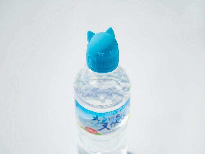 口元の小さな穴から水が出る猫ヒゲじょうろ