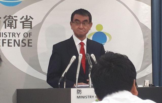 河野氏が防衛相となって初の防衛省での会見=9月11日夜。藤田撮影