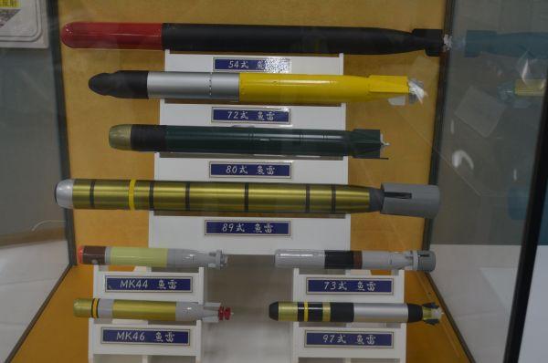 様々な型の魚雷の模型