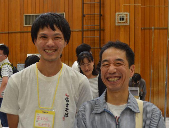 名嘉山さん(左)と三光町店・の羽生店長