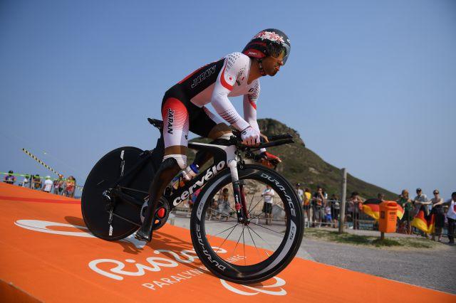リオパラリンピックの男子個人ロードタイムトライアルで銀メダルを獲得した藤田征樹選手