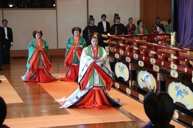 「即位礼正殿の儀」を終え、退出する皇后さま=2019年10月22日、皇居・宮殿「松の間」、代表撮影