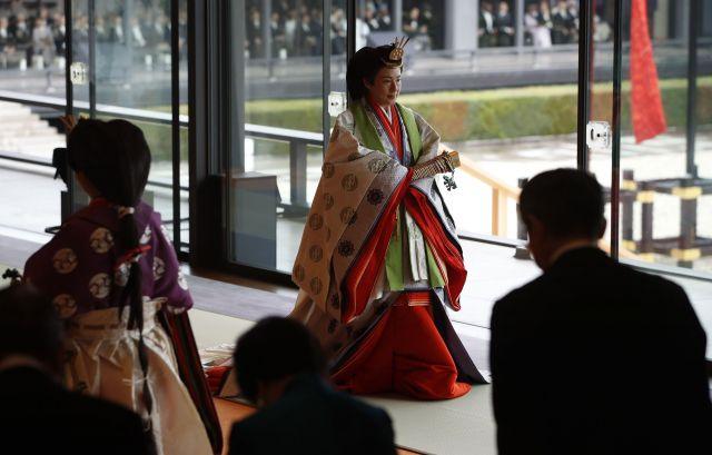 「即位礼正殿の儀」を終え、退出する皇后さま=2019年10月22日、皇居・宮殿、代表撮影